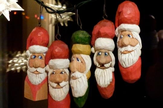 001 Painted Santas